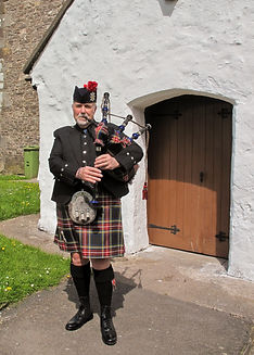 wedding piper, piper for weddings, piper for funerals, piper for events, bagpiper for weddings, funerals cwmbran, bagpiper cwmbran, piper cwmbran, south wales, avon, south midlands,