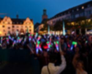 Leuchtstäbe, Publikum, Freude