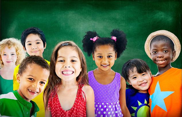 Crianças diferentes raças sorrindo