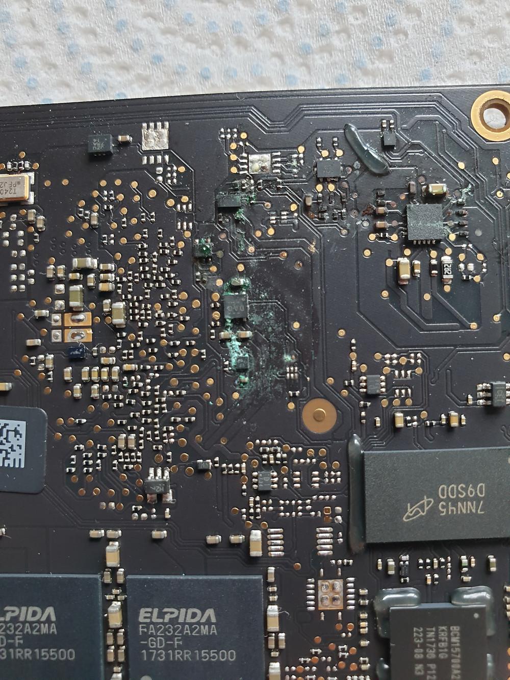 Mac book air main board corrosion