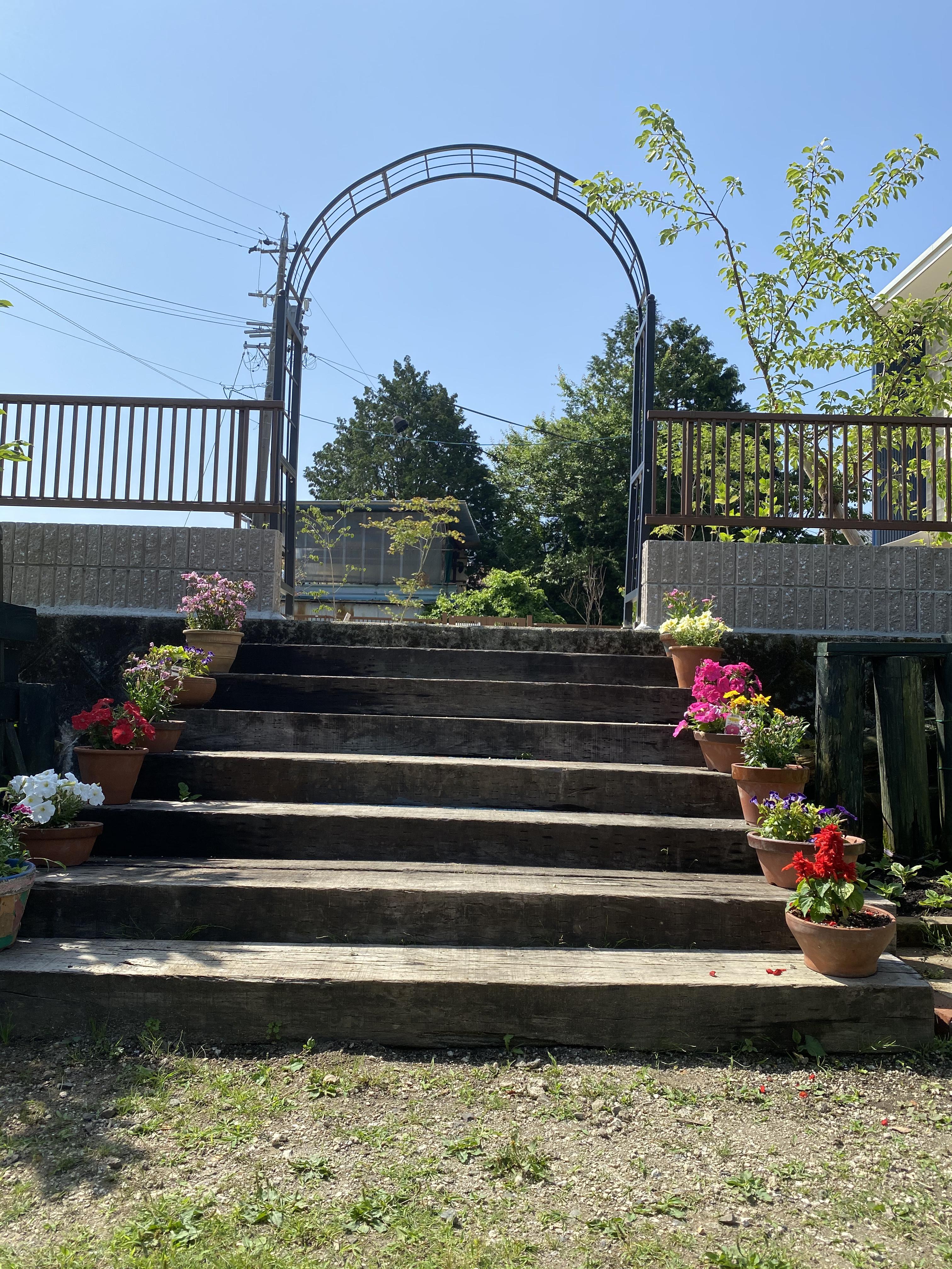 園庭のアーチが完成!