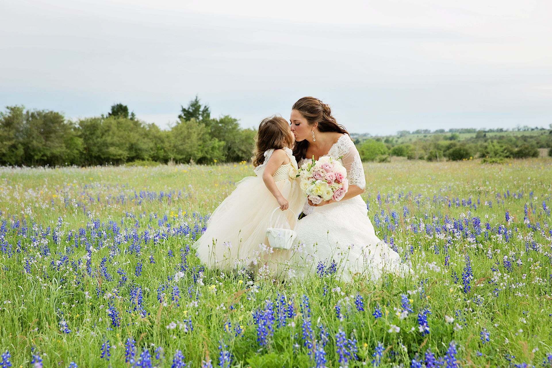 bride and flower girl bluebonnets