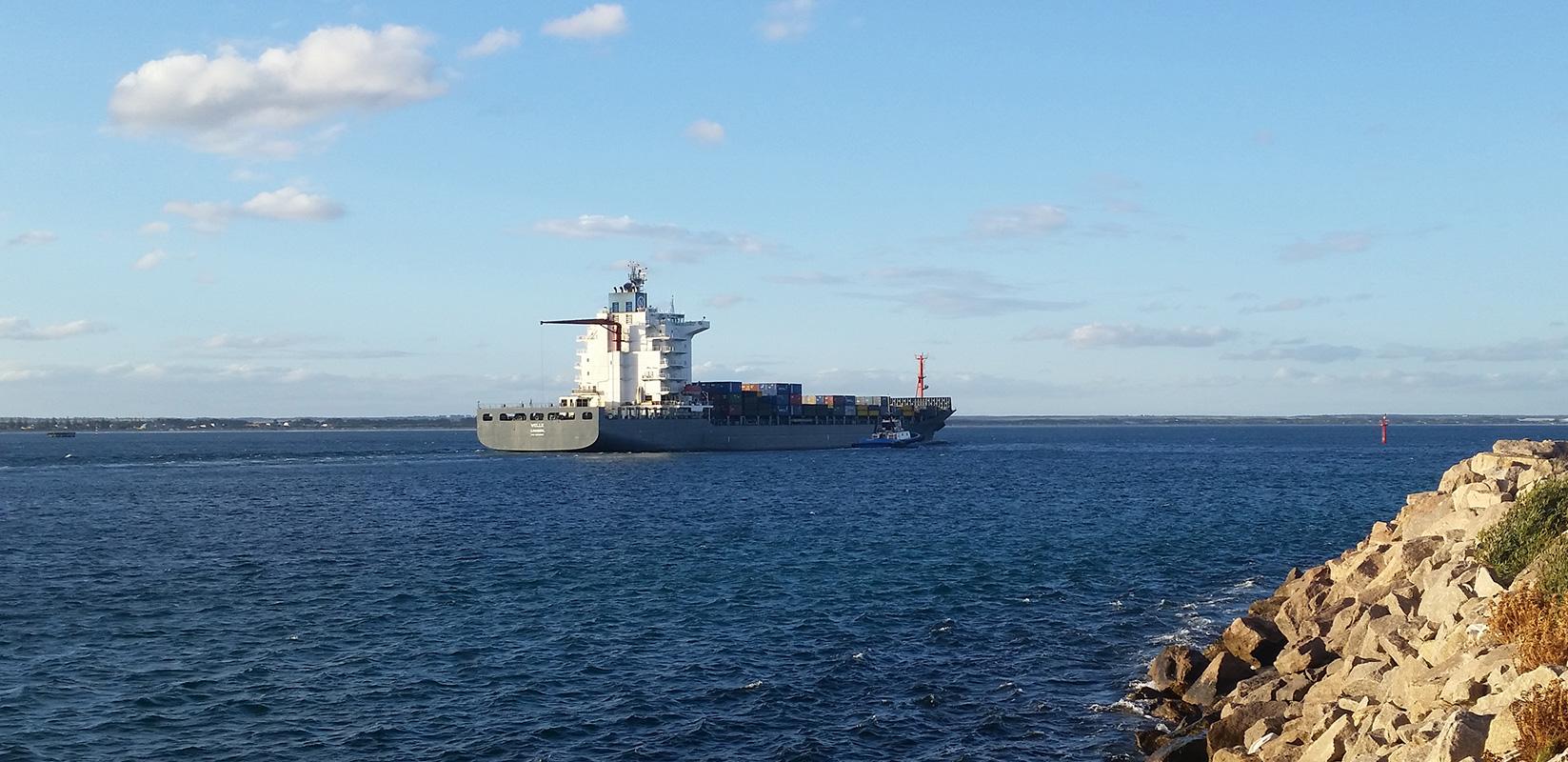 """MV """"Welle"""" leaving inner-port limits (Port of Esperance)"""