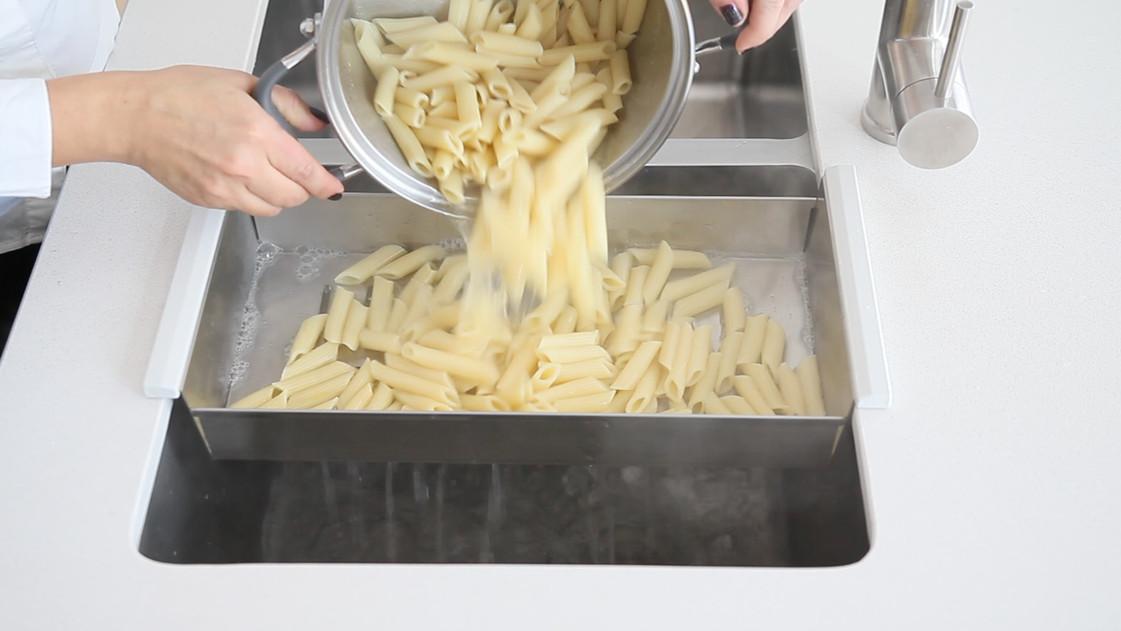 colander-pasta-drainer.jpg