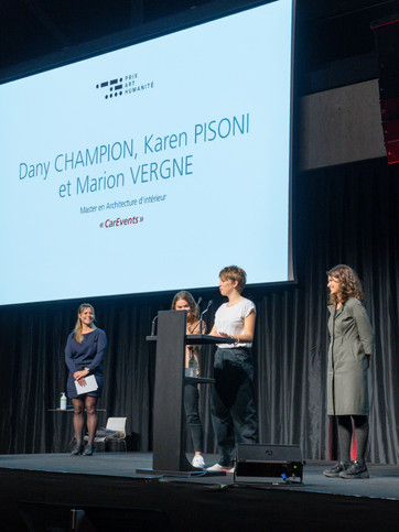 Karen Pisoni, Marion Vergne et Danny Champion, lauréates du Prix du Public Prix Art Humanité 2020 ©Julien Gremaud