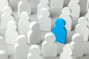 How to choose a leader from the crowd of