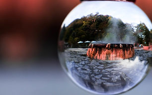 Mirror_and_reflection_of_Crystal_ball_In
