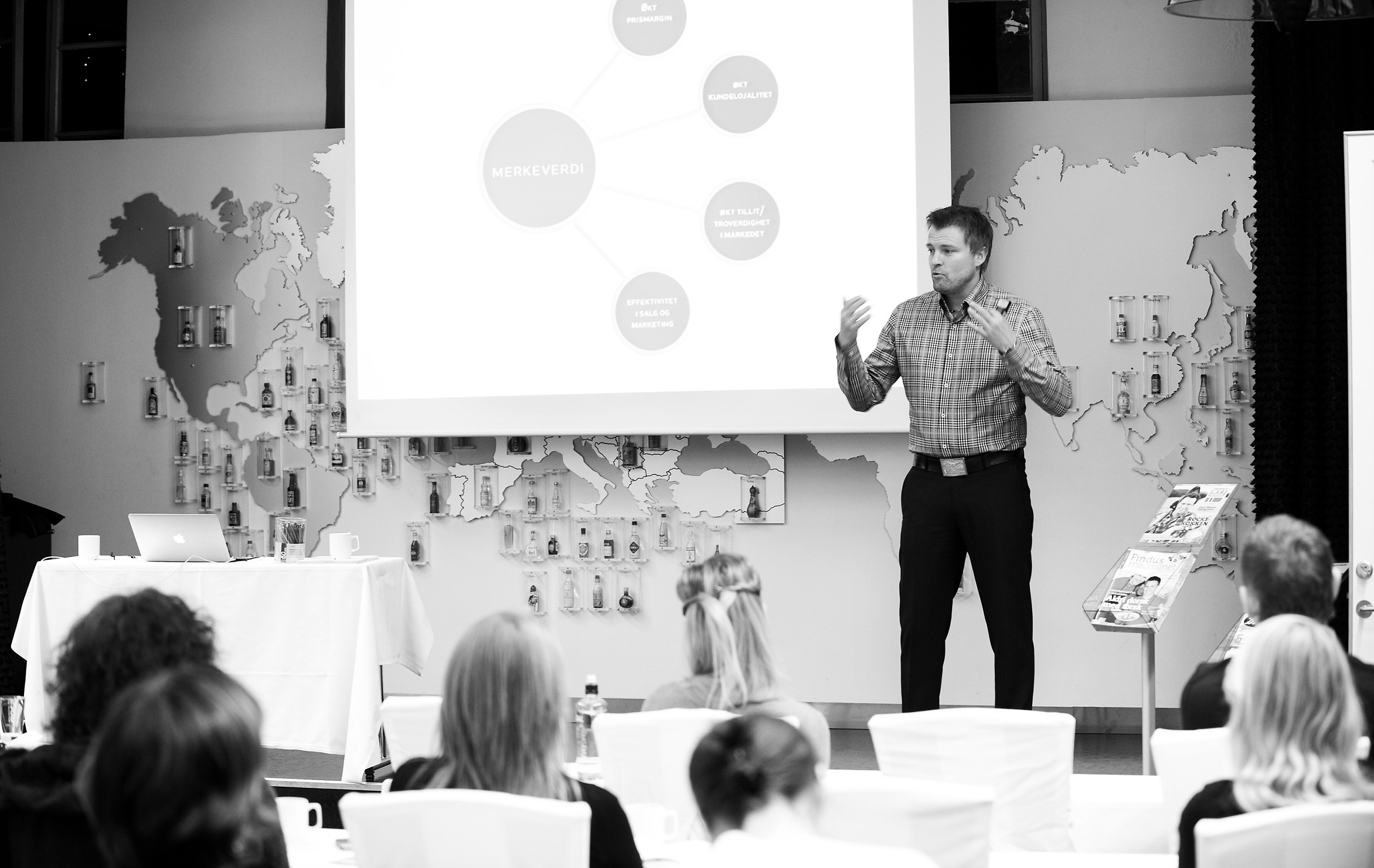 Henning Karlsen_foredrag.jpg