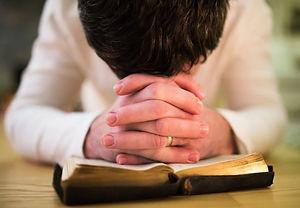 orando.jpg