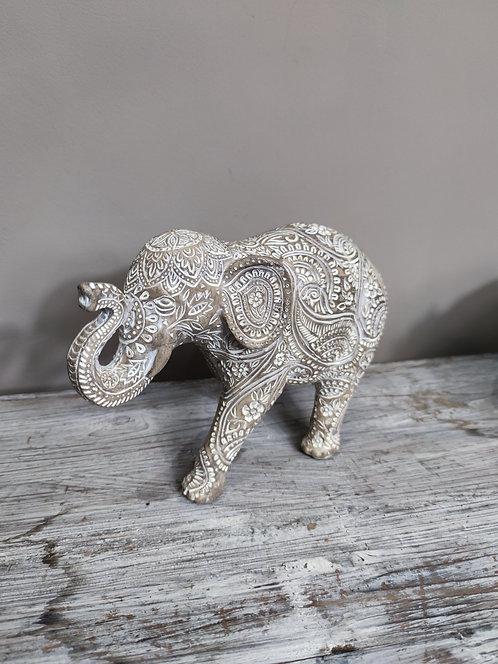 Éléphant en résine