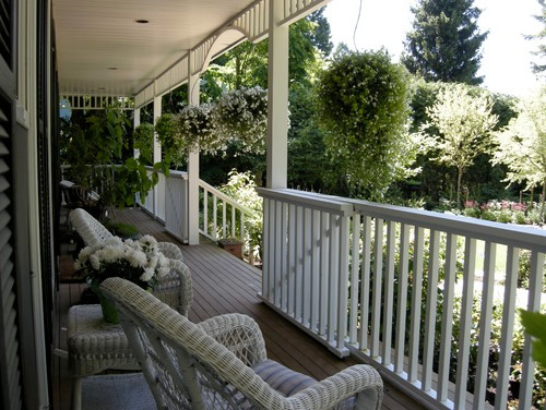 A GARDEN THAT TELLS A STORY traditional porch