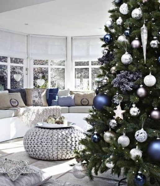 blue-christmas-tree-decorating-ideas-3