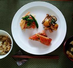 春野菜と雑穀春巻、筍と春雨のチャプチェ、しめじと新じゃがのガーリック炒め