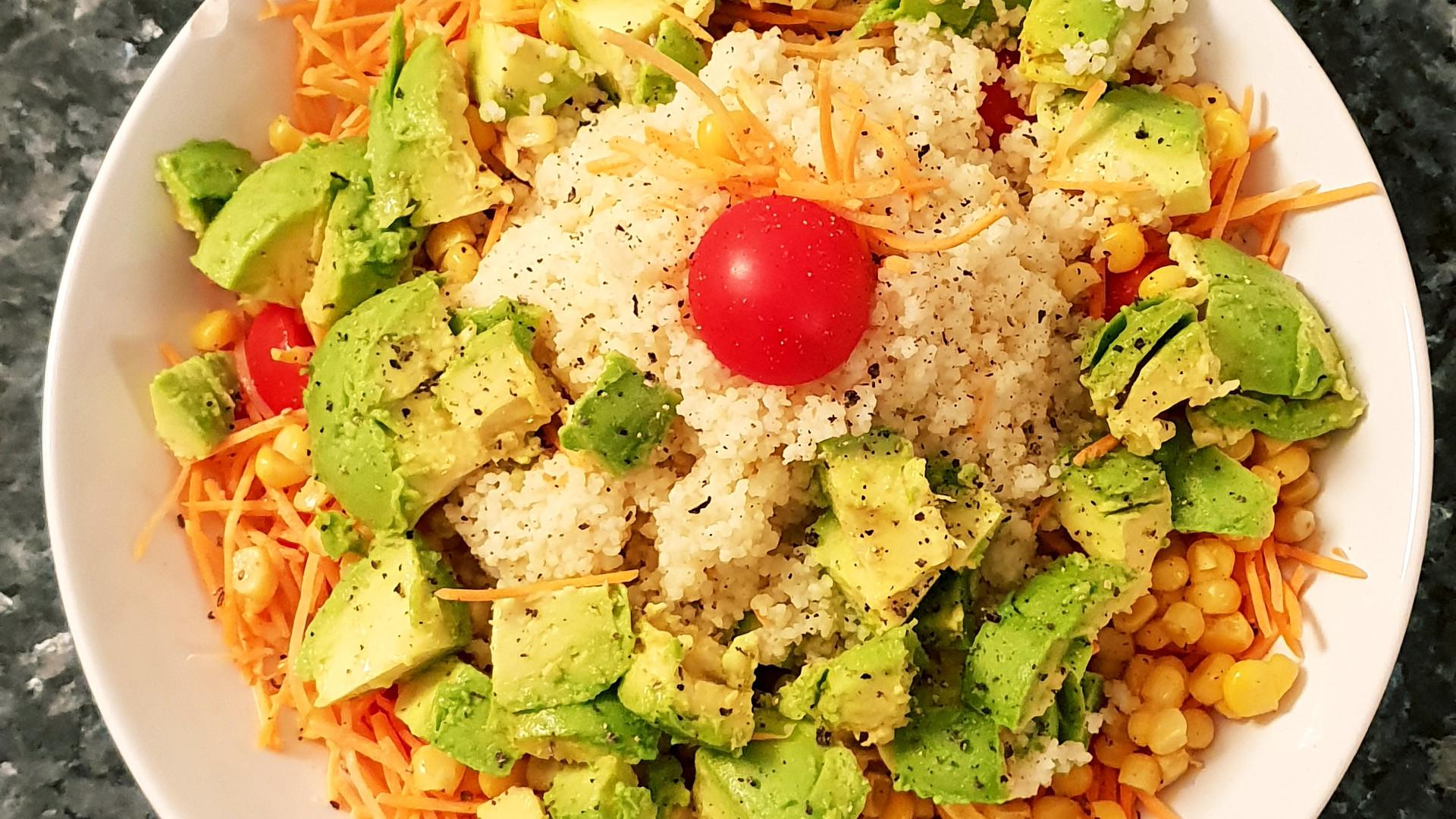 Gemischter Salat mit Avocado