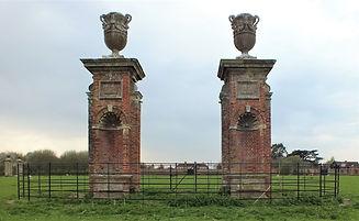gate piers 2a.jpg