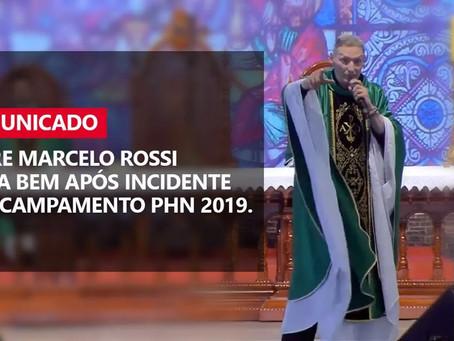 Padre Marcelo Rossi é empurrado do altar
