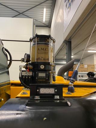 Montage van een Autol automatische vetsmering op een JCB 140
