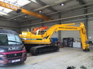 LINCOLN vetsmering op Doosan Dx 235 lc gemonteerd bij STAAD in Veghel voor LEENAERTS BORN