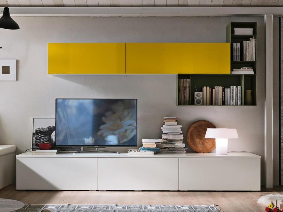 Le basi a terra accolgono la tv mentre pensili chiusi e a giorno creano pareti attrezzate e decorative: gli elementi di Stosa sono progettati per essere multifunzionali e adattarsi a tutti i tipi di spazi.