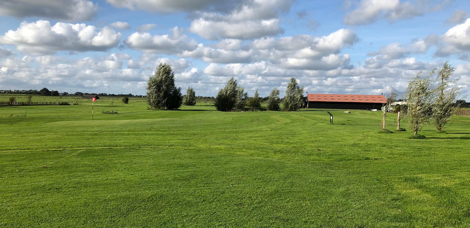 golfbaan met driving range.jpg