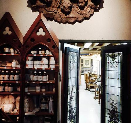 L'Atelier de la Gravelle vous propose une sélection de produits Nordin qui vous permettront de sublimer vos meubles et objets d'art.