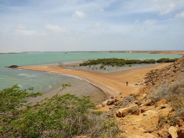 Randonneur à Bahia Hondita dans le désert de la Guajira
