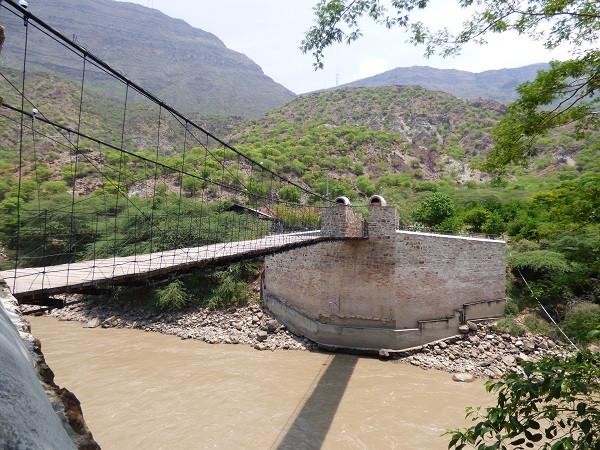Pont d'accès au village de Jordan (au dessus du fleuve Chicamocha)