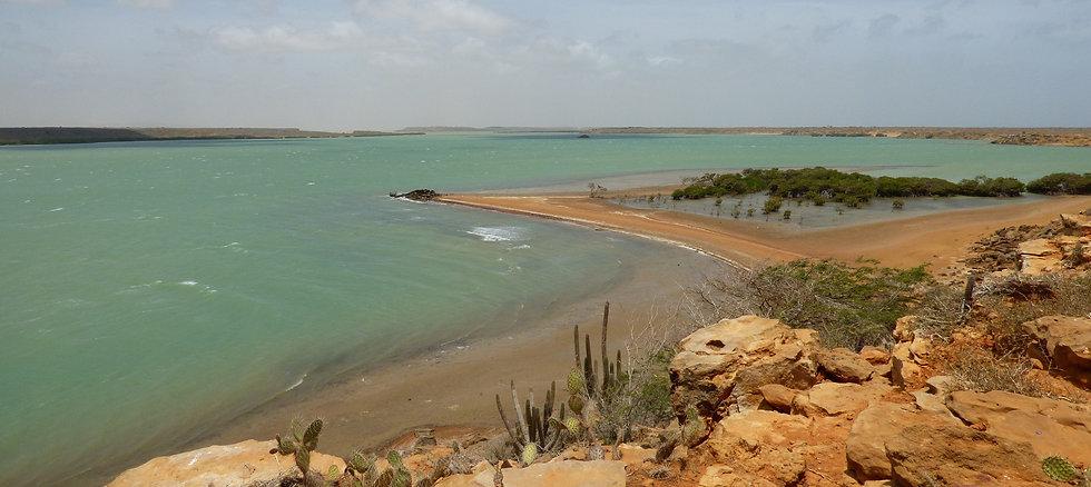 Vue sur Bahia Hondita lors d'un trek dans le désert de la Guajira