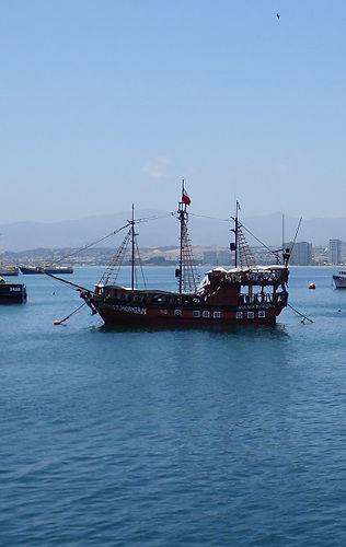 Bateau de pirate dans la Baie de Coquimbo.jpg