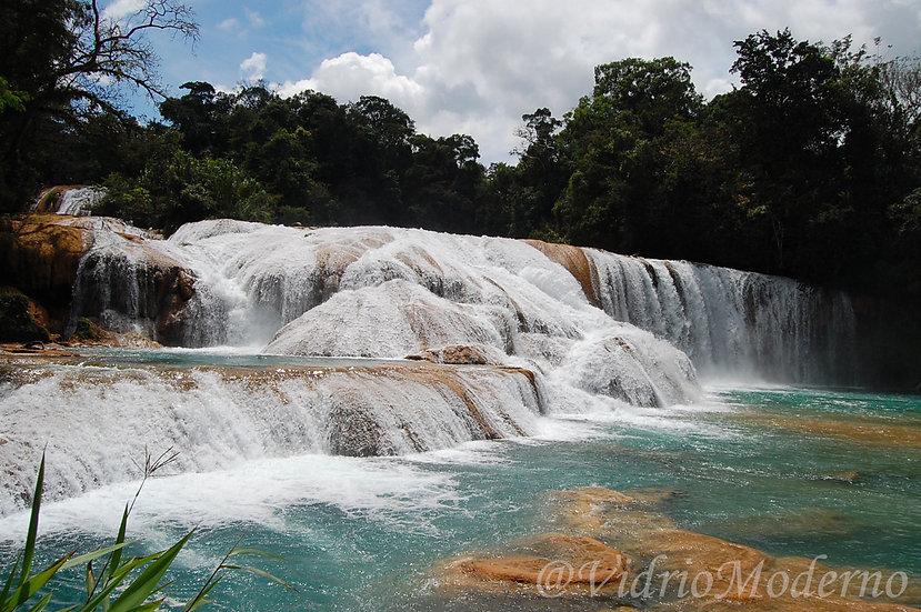 Cascada de agua azul. Chiapas