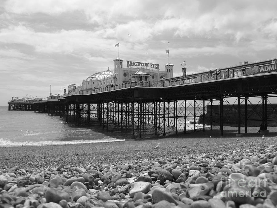 brighton-pier-in-black-and-white-vicki-s