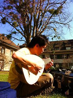 留学1年目、スコラの中庭で。2011年.jpg