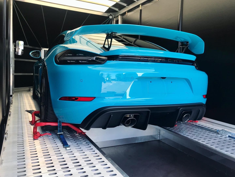 Porsche 718 Cayman GT4 miami blue