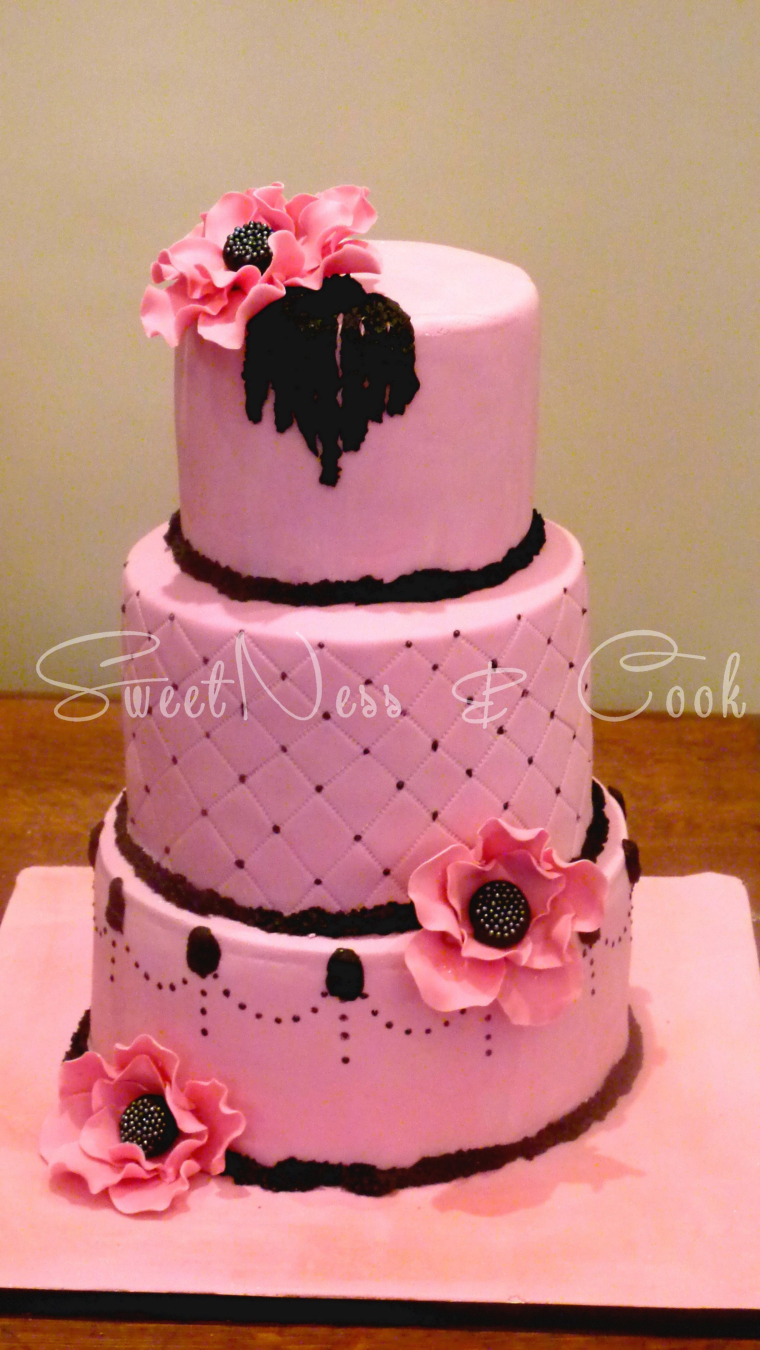 Wedding Cake Noir Et Fushia