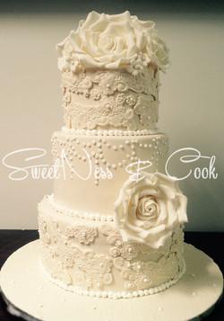 Wedding cake crème dentelle perle