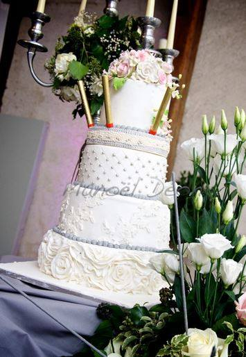 Wedding Cake rosace dentelles perles