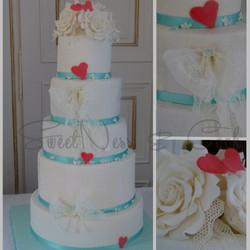 Wedding Cake dentelles et roses