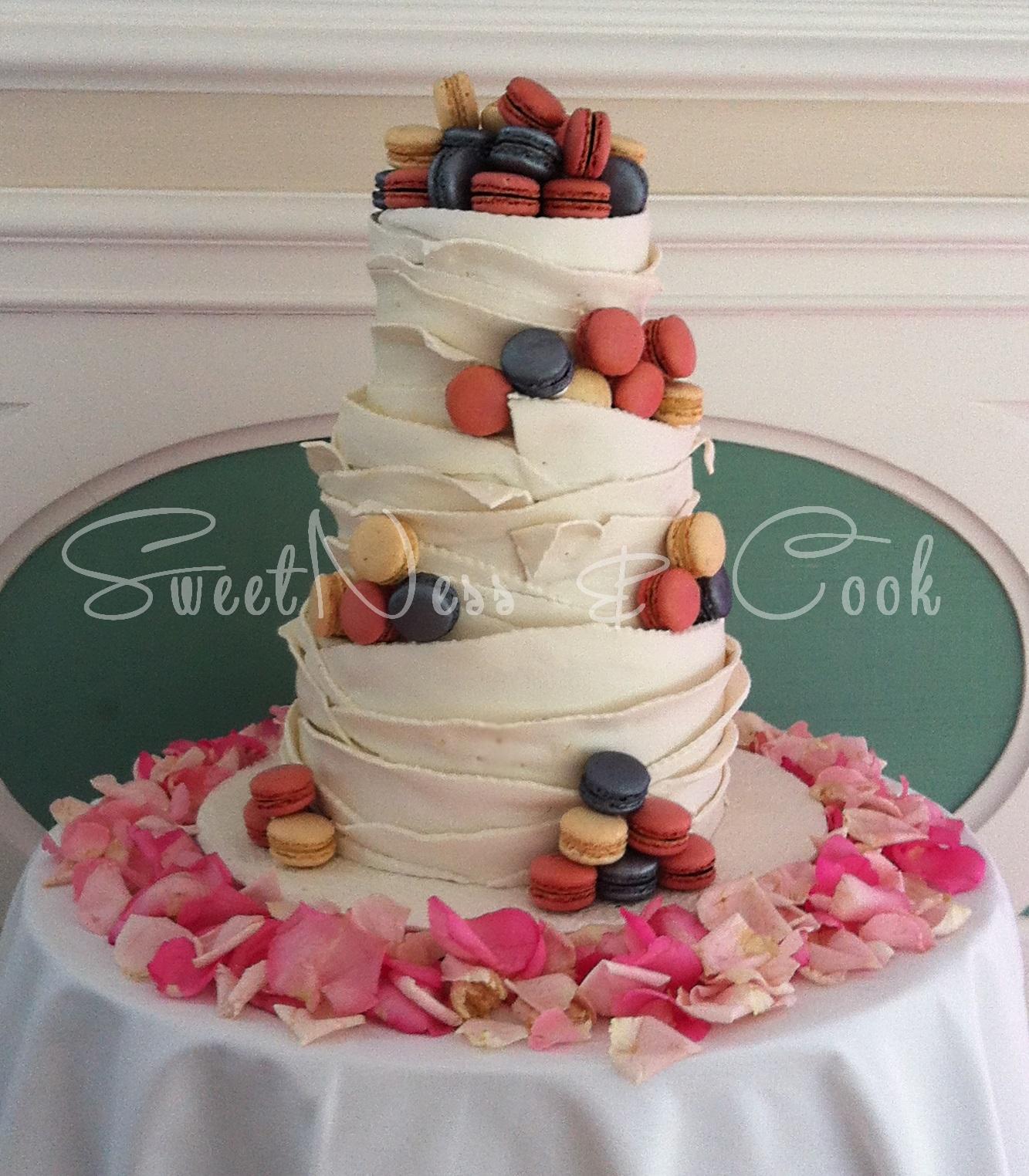 Wedding Cake macarons et drapé