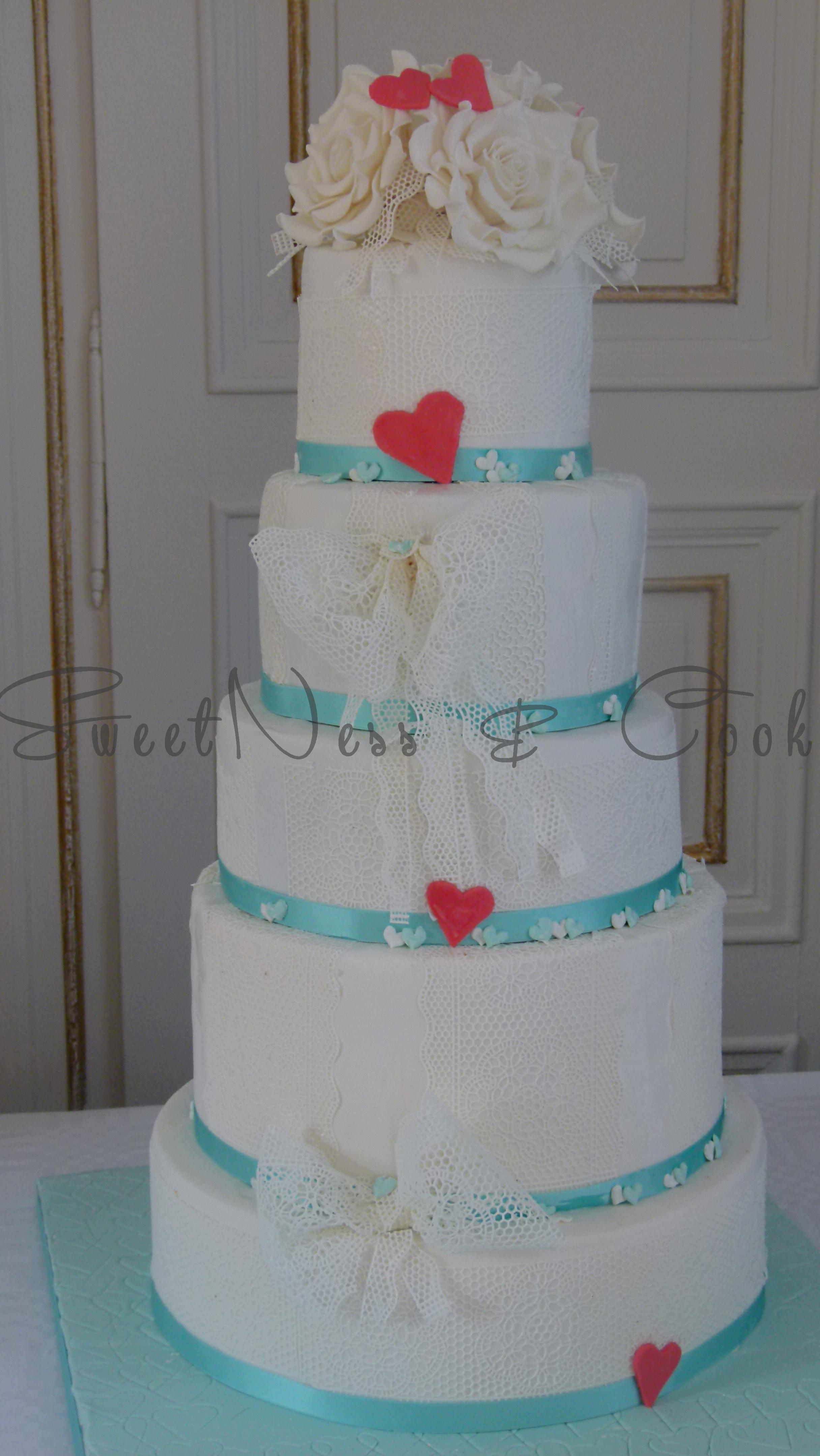Wedding Cake dentelle et roses