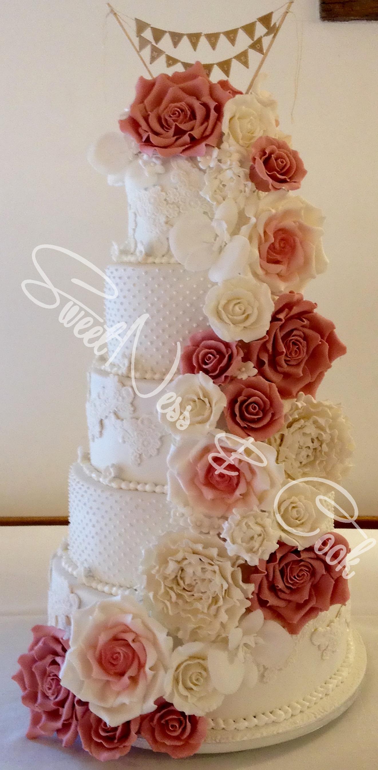 Wedding Cake cascade roses/pivoines