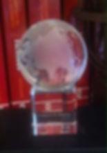 Homenagem ao Rev. Ludgero Bonilha Morais Um globo de cristal, com o nome de nosso pastor e as inscrições World Reformed Fellowship – 25 years.