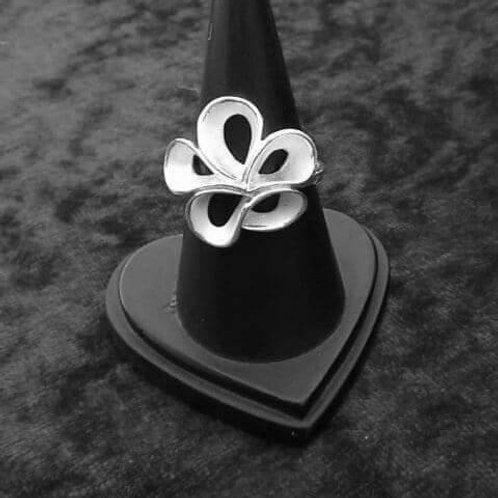 Ring Weiße Blüte