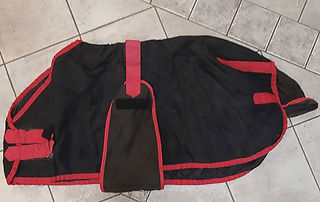 42in-Black_red-trim-open-Front-BlanketW.