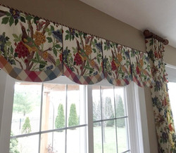 Shaped box pleated valance w/banding