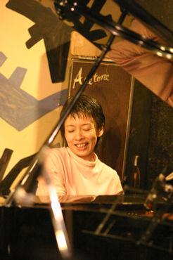 ジャズピアノ科レッスン講師 清水くるみのライブ@アケタの店