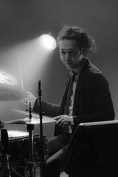ドラム科レッスン講師 小松伸之のライブ