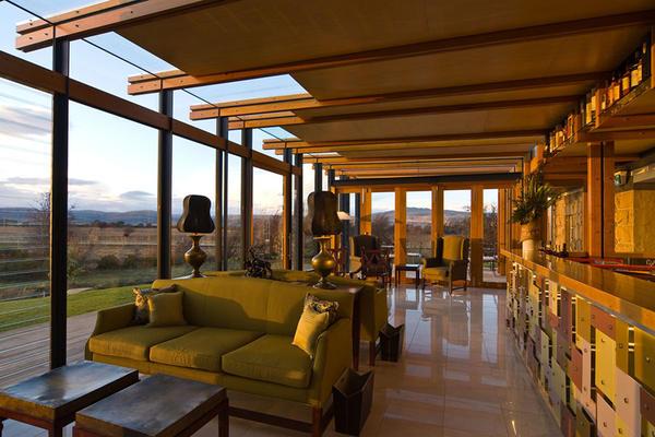 nant01-OCT08_Bar_interior1.jpg