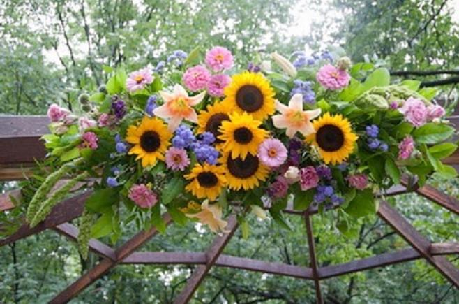 2-gazebo-flowers-1.jpg