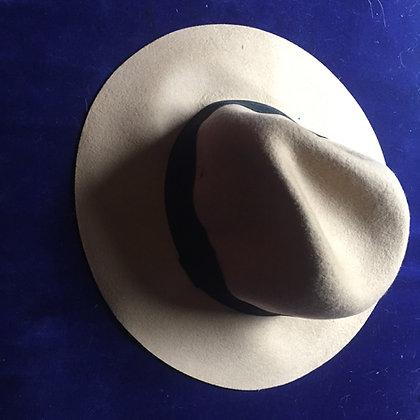 A Tom Six hat, signed!
