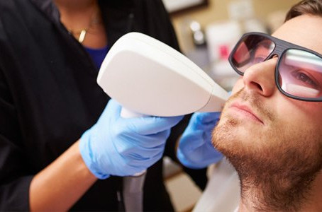 When might Chicago area acne patients consider laser therapy as an effective treatment?